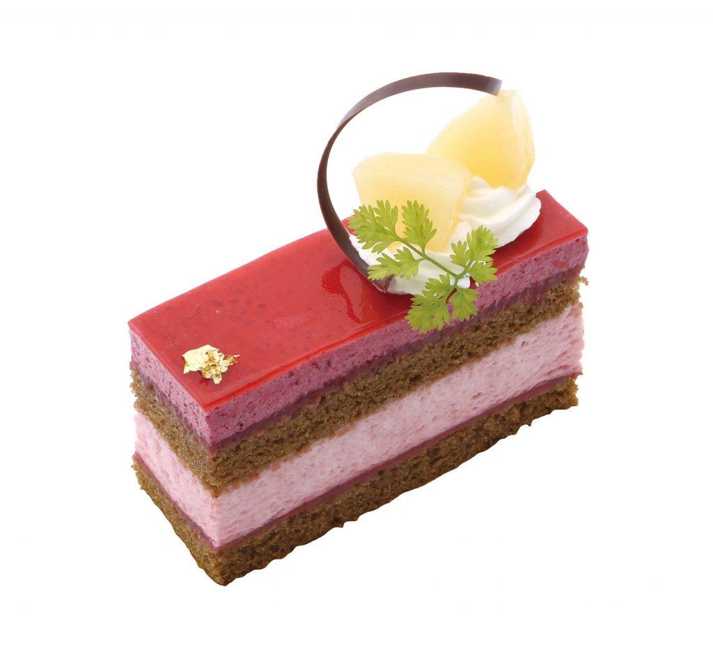 桃とカシスのケーキ